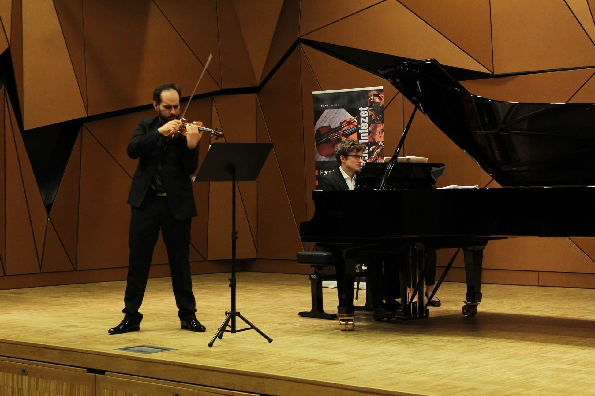 Salzburg hires Venezuelan concertmaster/conductor