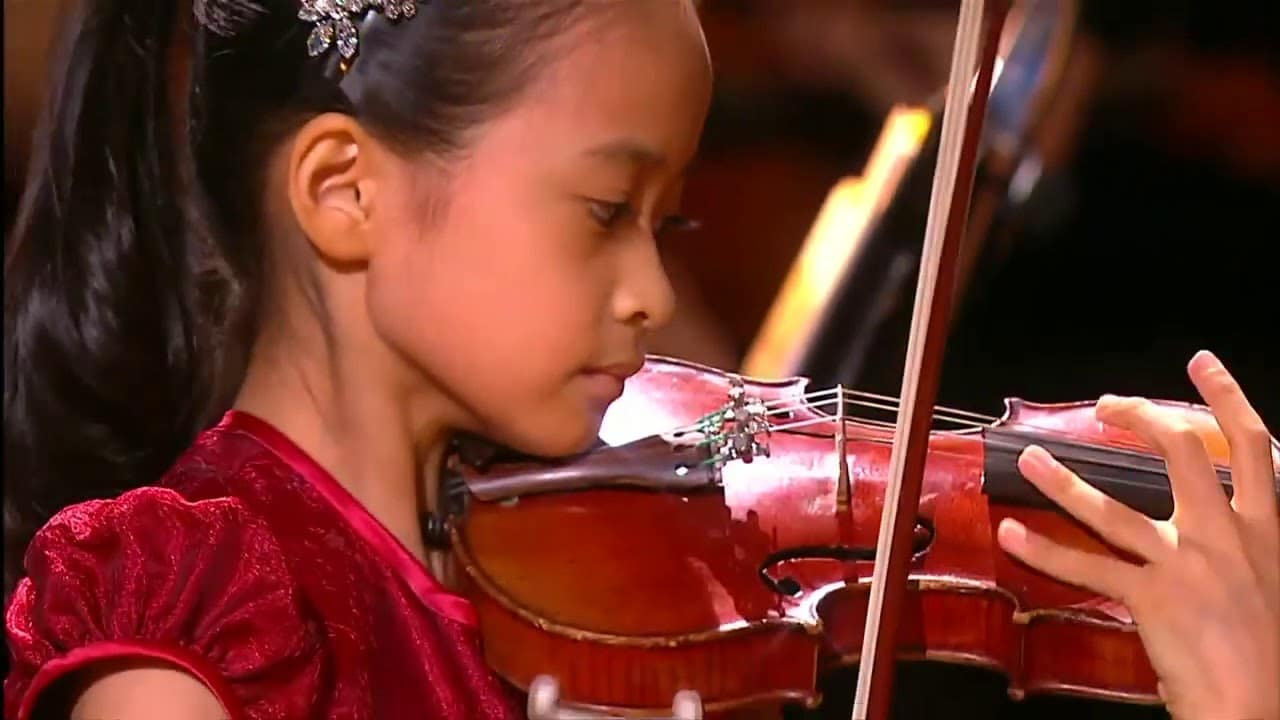 New online: Violinist, 9 years old, plays Paganini concerto