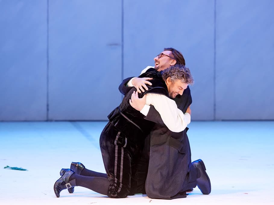 Jonas has a cuddle in this week's free operas from Vienna