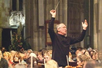 Mourning for British conductor, 72