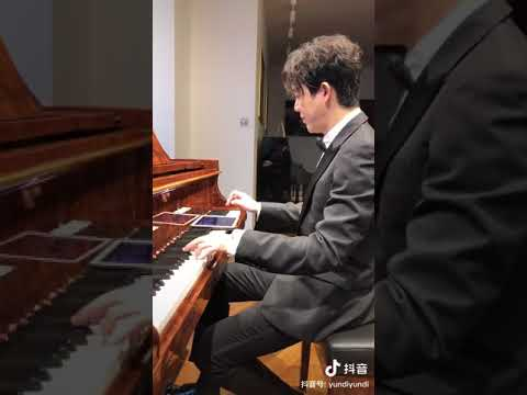 Yundi Li plays simultaneous piano and tablet