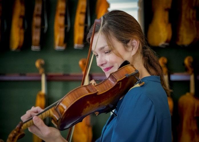 Janine Jansen gets to play 12 Stradivari