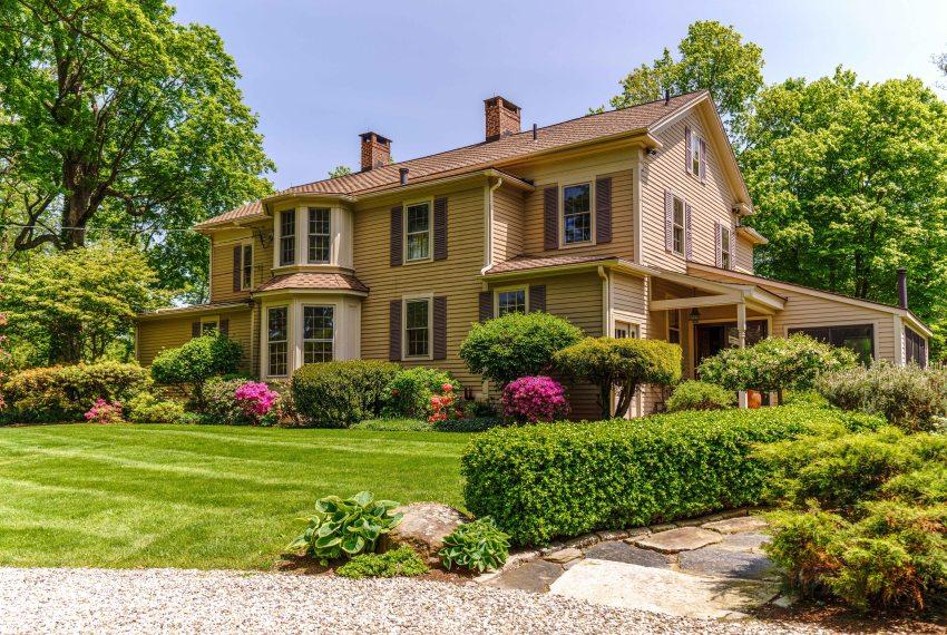 Vladimir Horowitz's house is sold for under $1 million