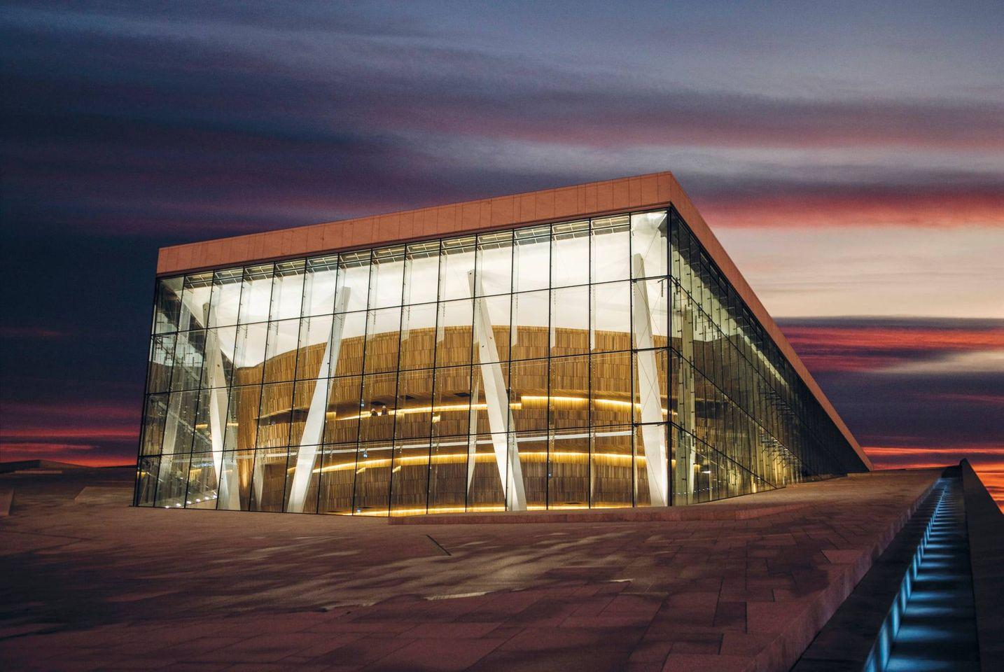 Norway Opera is shut by strike