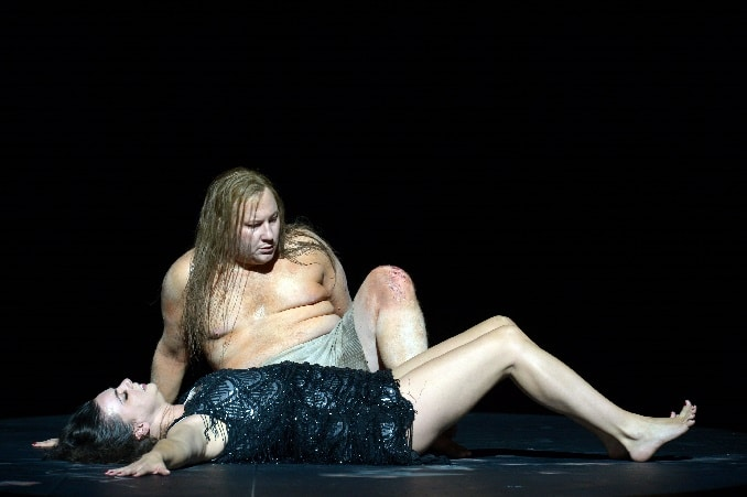 In this Salome, it's the prophet who strips